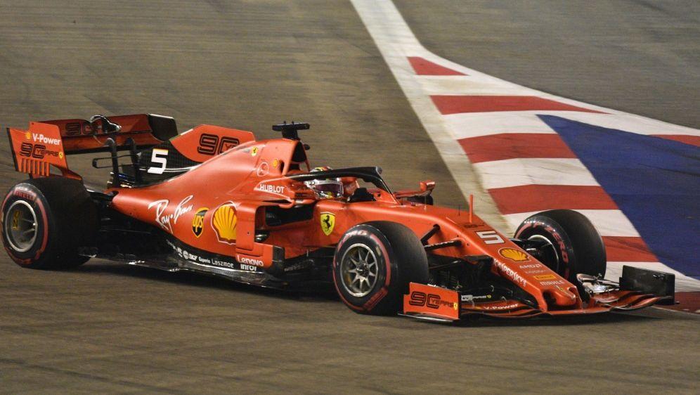 Sebastian Vettel gewinnt den Großen Preis von Singapur - Bildquelle: AFPSIDMLADEN ANTONOV