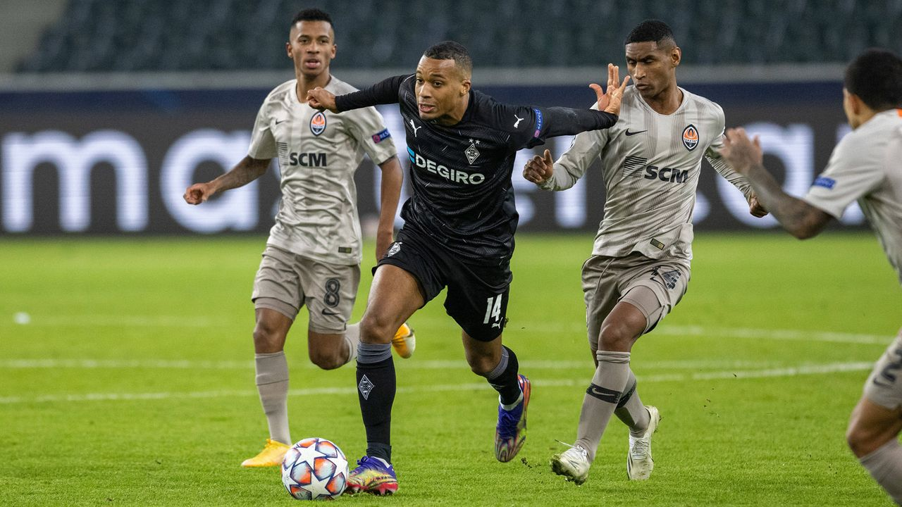 Angriff: Alassane Pléa (Borussia Mönchengladbach) - Bildquelle: imago images/Moritz Müller