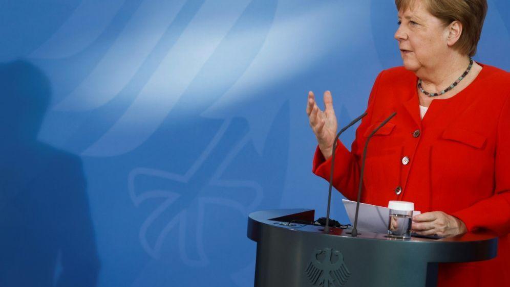 EM: Angela Merkel sieht volle Stadien kritisch - Bildquelle: AFPPOOLSIDAXEL SCHMIDT