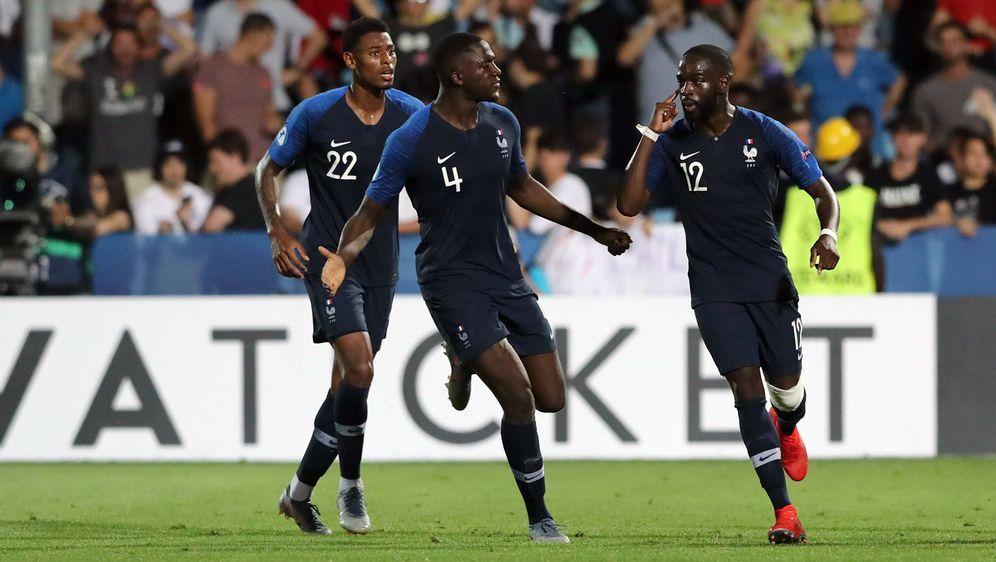 JonathanIkone (re.) sorgte kurz vor Schluss für Frankreichs Ausgleich. - Bildquelle: imago images / Insidefoto