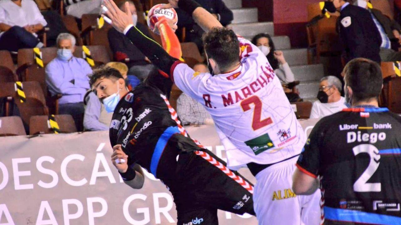 Handball-Spieler müssen Masken tragen - Bildquelle: twitter.com/ademarleon