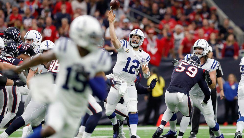 Andrew Luck und die Indianapolis Colts setzten sich gegen die Houston Texans... - Bildquelle: Getty