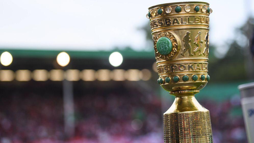 DieAuslosung zur 2. Runde des DFB-Pokals steht an und die 32 verbliebenen T... - Bildquelle: imago images / Jan Huebner