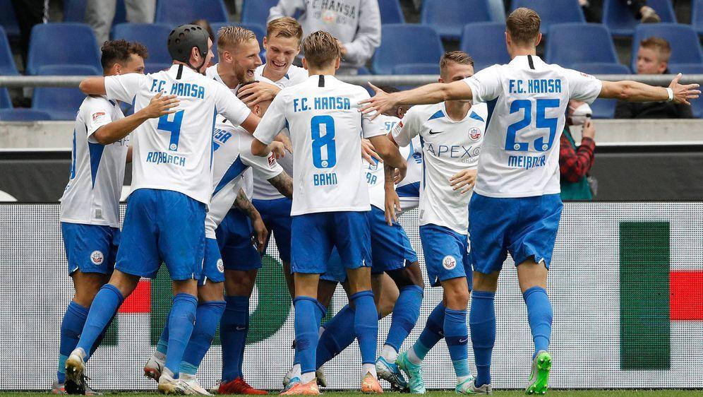 Hansa Rostock bezwingt Hannover deutlich mit 3:0 - Bildquelle: Imago