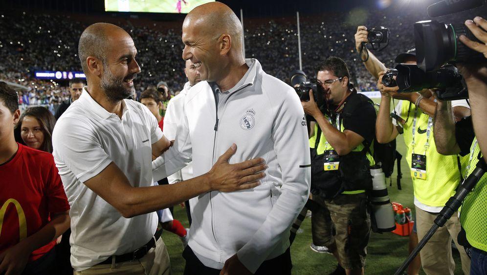 Mit Pep Guardiola (li., Manchester City) und Zinedine Zidane (re., Real Madr... - Bildquelle: imago/Marca