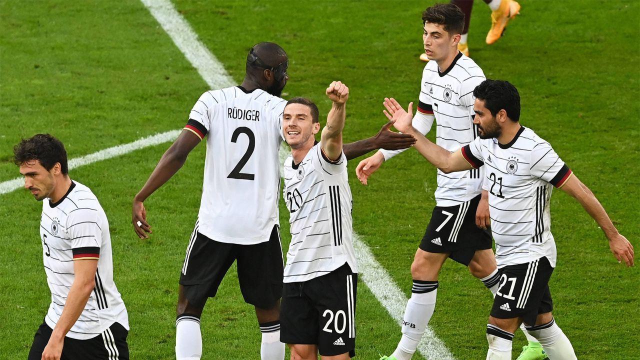 Vom Lederkoffer zu 400.000 Euro - So hat sich die Titelprämie der DFB-Spieler entwickelt - Bildquelle: Imago Images