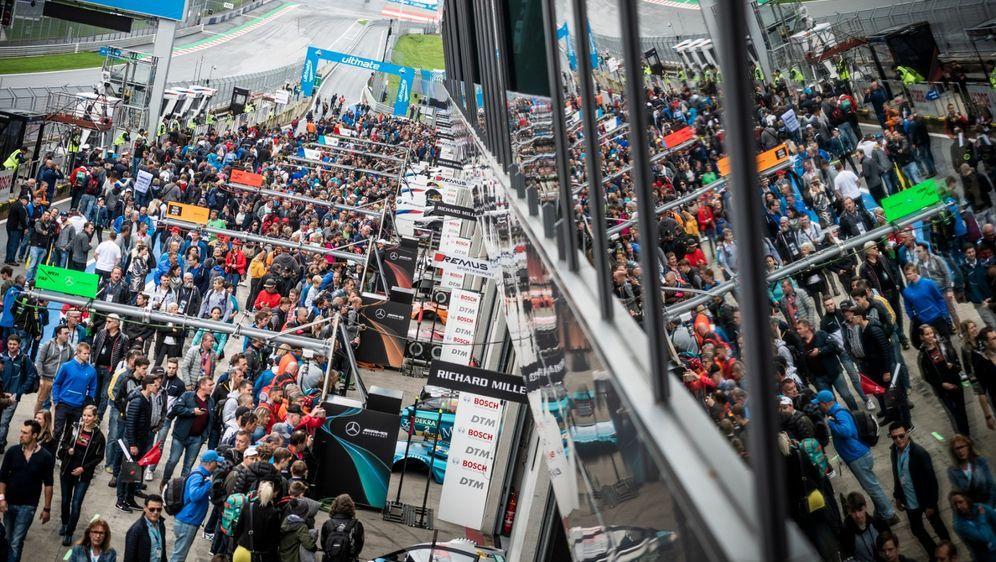 Erstmals seit 2019 bietet die DTM den Zuschauern wieder das volle Programm. - Bildquelle: Red Bull