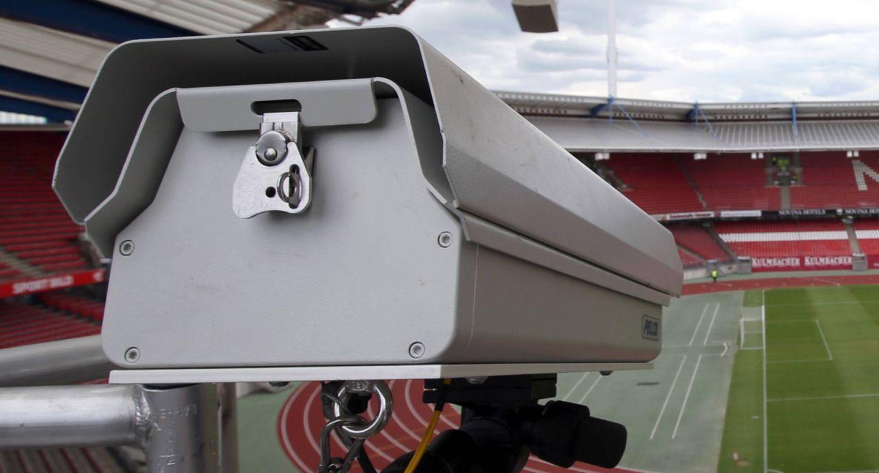 Nagetiere zerfressen Torlinientechnik in Nizza - Bildquelle: imago