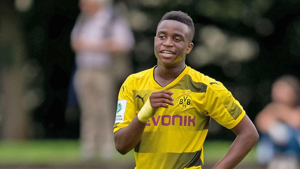 Wie alt istYoussoufa Moukoko wirklich? Der Youngster von Borussia Dortmund ... - Bildquelle: imago/DeFodi