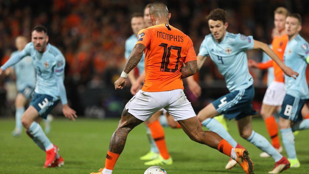 Dank eines Doppelpacks von Memphis Depay siegte die Niederlande gegen Nordir... - Bildquelle: imago