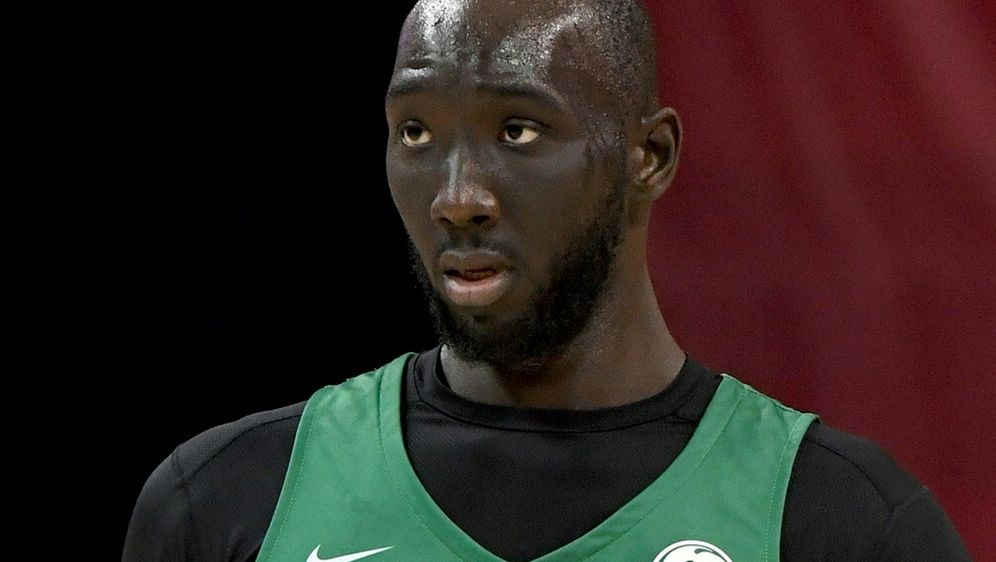 Tacko Falls NBA-Debüt verschiebt sich vorerst - Bildquelle: AFPSIDEthan Miller