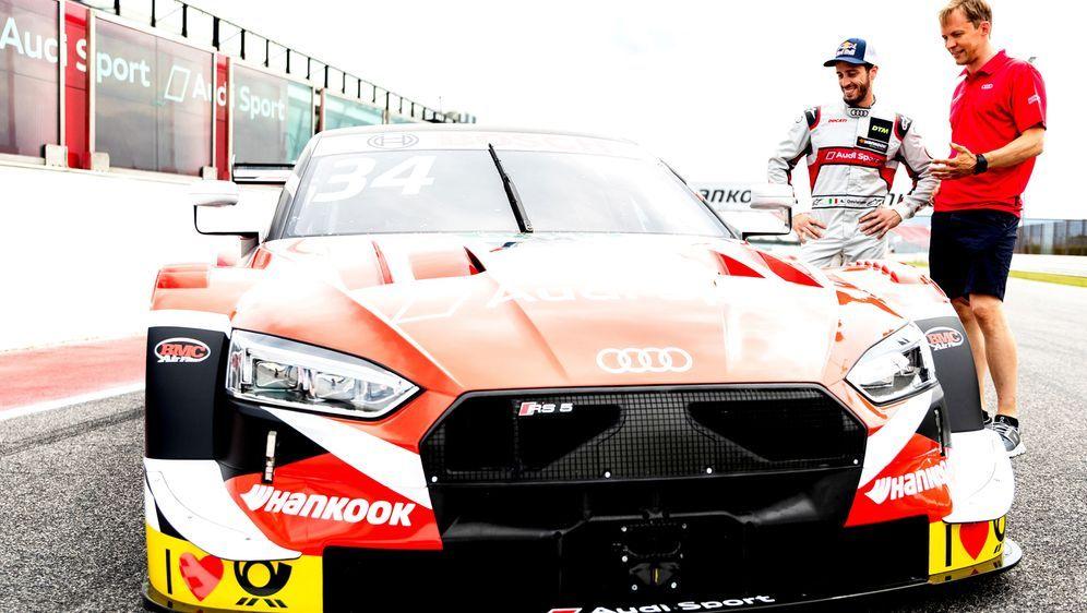 Andrea Dovizioso und sein Coach Mattias Ekström. - Bildquelle: Audi Communications Motorsport / Michael Kunkel ### Audi Communications Motorsport / Hoch Zwei ### free of charge for press purp