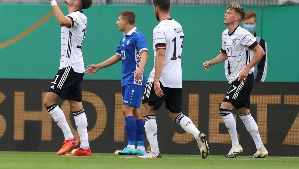 Berisha (l.) bejubelt seinen ersten Treffer für die U21 - Bildquelle: FIROFIROSID