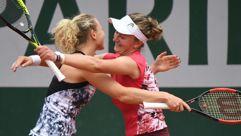 Siniakova (l.) und Krejcikova holen Doppel-Titel - Bildquelle: AFPSIDERIC FEFERBERG