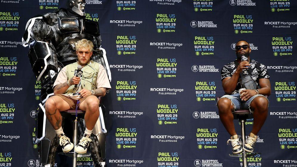 Der Wetteinsatz steht. Am 29. August steigen Jake Paul und Tyron Woodley in ... - Bildquelle: Getty Images North America