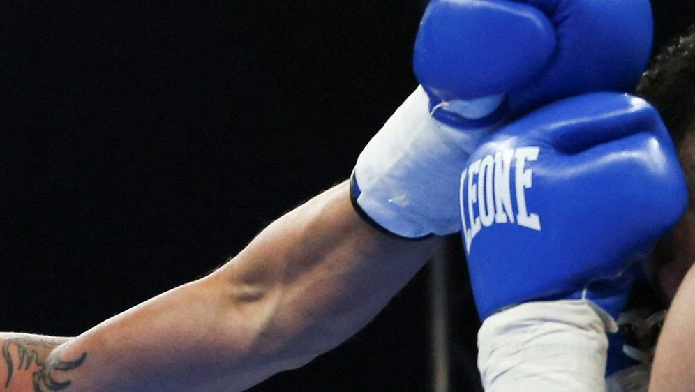 Kabayel und Huck im Boxkampf um den EM-Titel - Bildquelle: AFPSIDMASSIMILIANO FERRARO