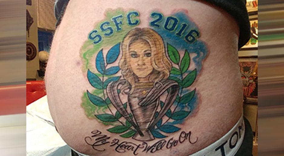 Nach Seattle-Titel: Fan muss sich Celine-Dion-Tattoo machen lassen - Bildquelle: twitter@mattoak