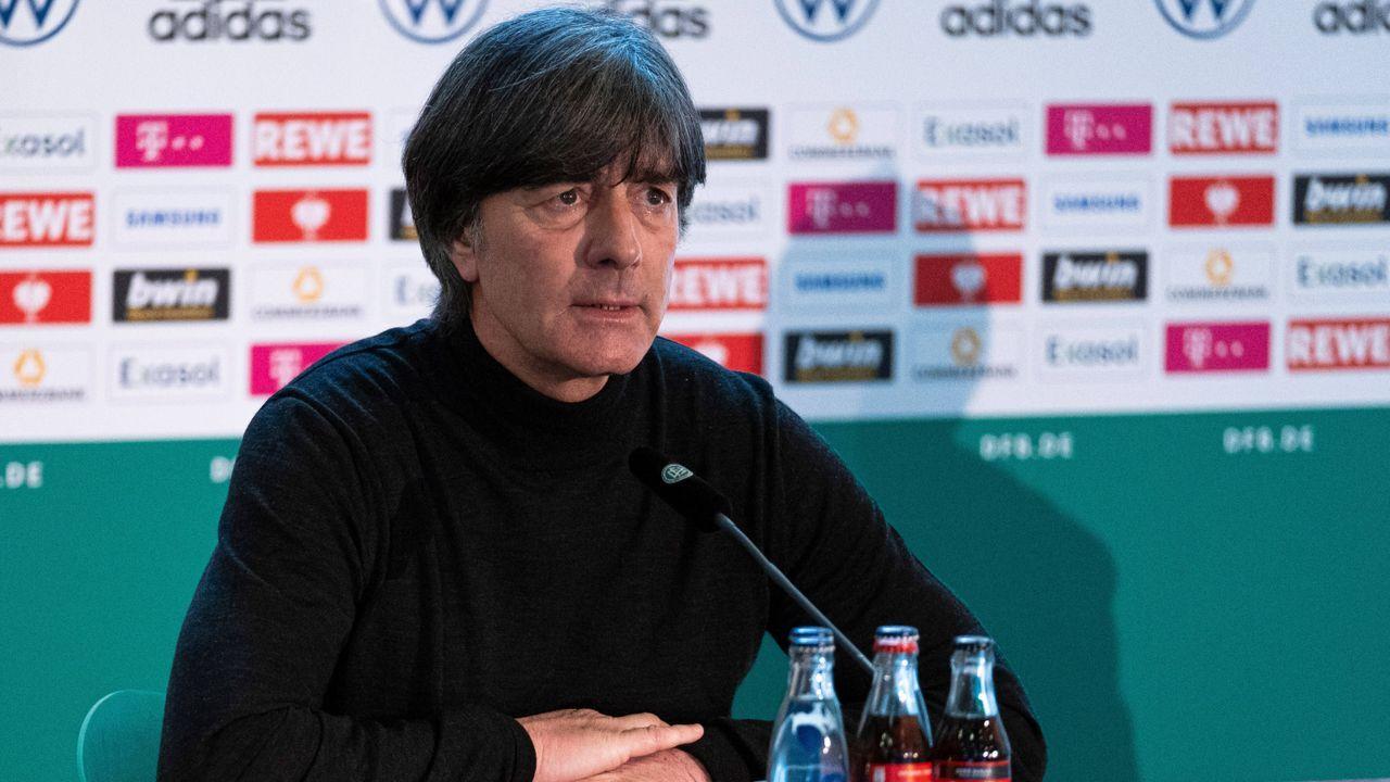 März 2021: Löw tritt zurück, Flick vermeidet Bekenntnis zum FC Bayern - Bildquelle: Imago