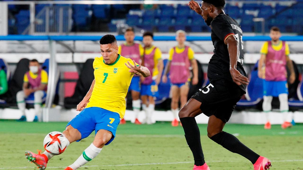 Leverkusener Paulinho macht den Deckel drauf - Bildquelle: Getty Images