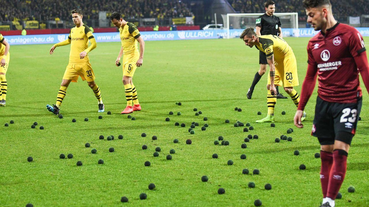 Nürnberger Fans protestieren gegen DFB - Bildquelle: imago/kolbert-press