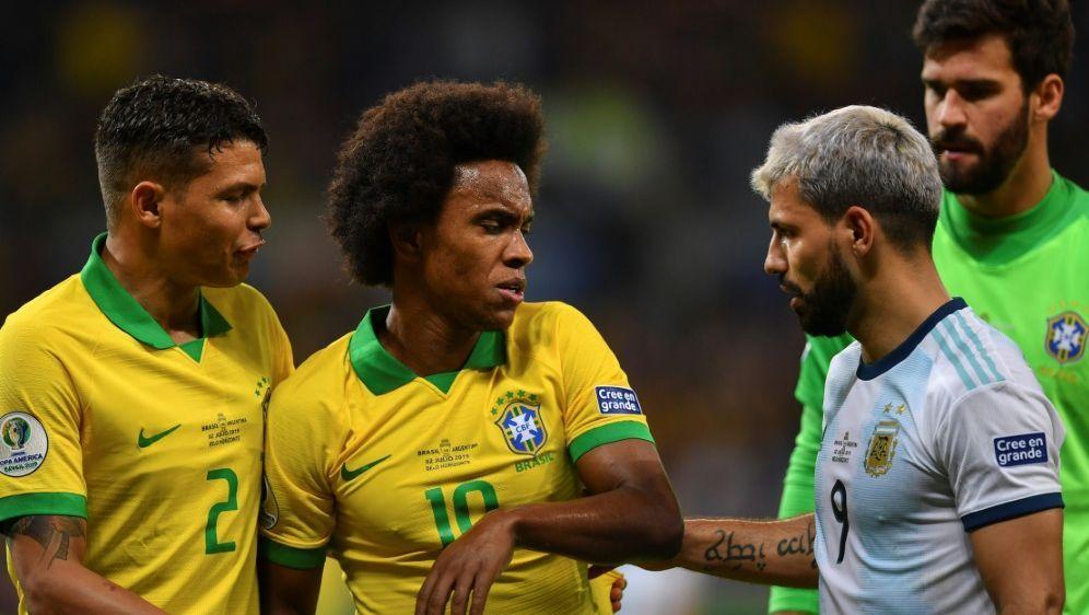 Willian (m.) fehlt Brasilien im Copa-Endspiel gegen Peru - Bildquelle: AFPSIDPEDRO UGARTE