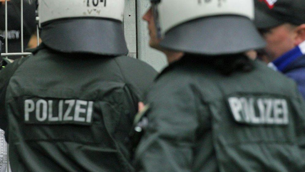 13 Polizisten wurden verletzt - Bildquelle: FIROFIROSID