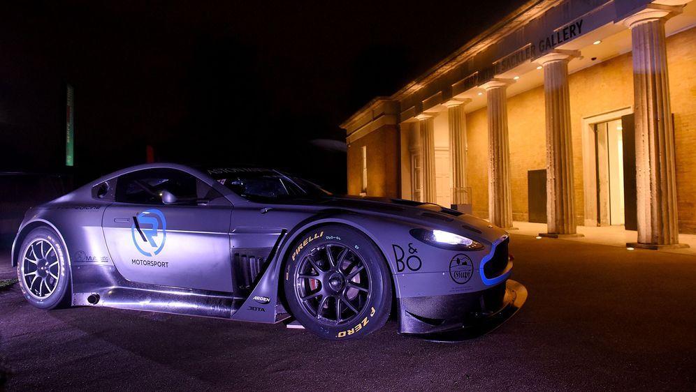 Das erste Modell des Aston Martin Vantage wurde offiziell von DTM-Neuensteig... - Bildquelle: Getty Images