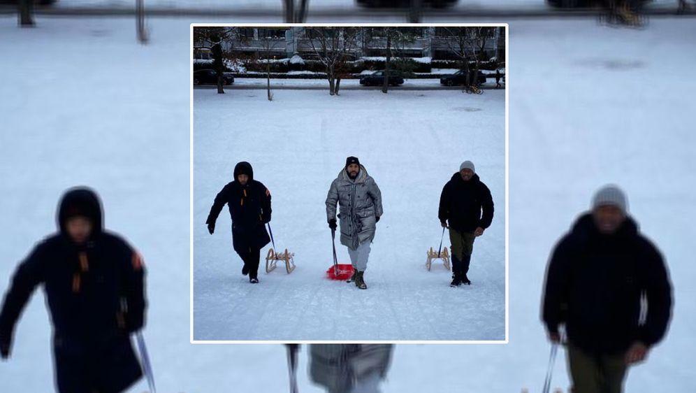 Einige Bayern-Stars nutzen den Schnee für eine intensive Rodel-Einheit. - Bildquelle: instagram.com/mrchoupo