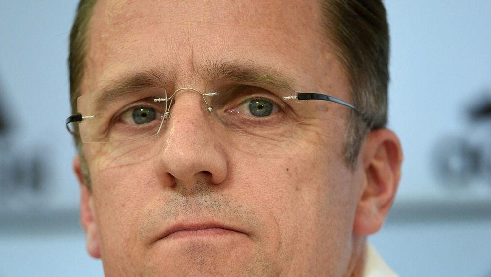 DFB-Arzt Tim Meyer spricht über das Impfen bei der EM - Bildquelle: AFPSIDPATRIK STOLLARZ