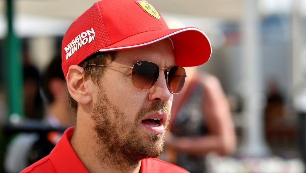 Sebastian Vettel dämpft Erwartungen vor der neuen Saison - Bildquelle: AFPAFPANDREJ ISAKOVIC