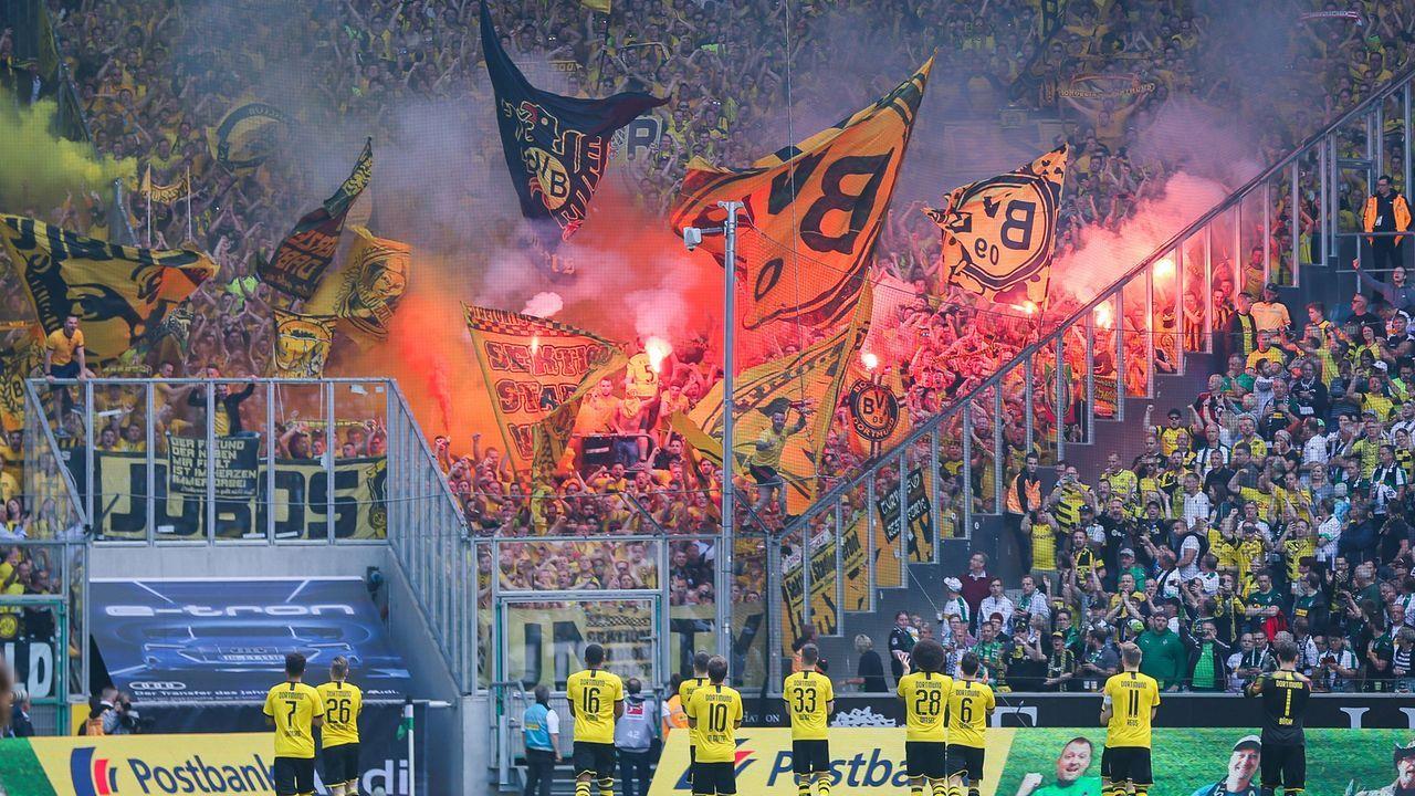 Dortmund-Fans mit Pyro-Show - Bildquelle: imago images / Eibner