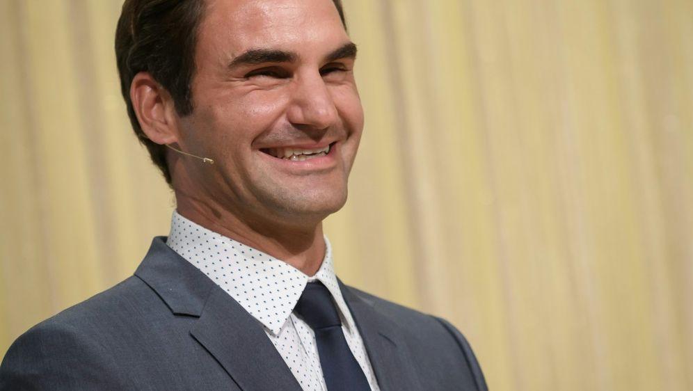 Tennis-Star Roger Federer wird zum fünften Beatle - Bildquelle: AFPSIDFABRICE COFFRINI