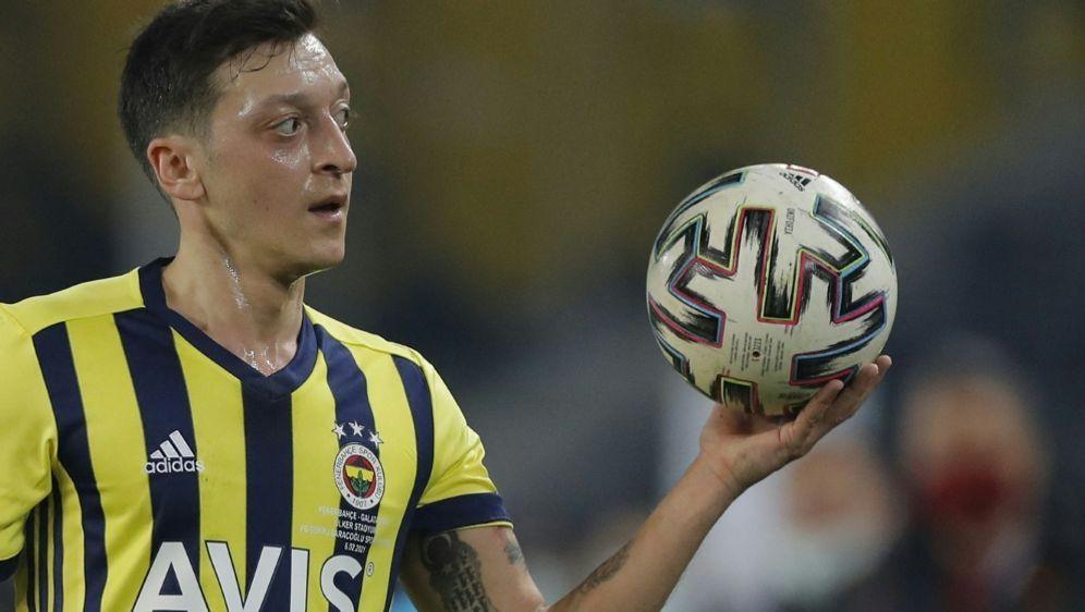 Mesut Özil lädt Joachim Löw zu einem Treffen ein - Bildquelle: AFPPOOLSIDKENAN ASYALI