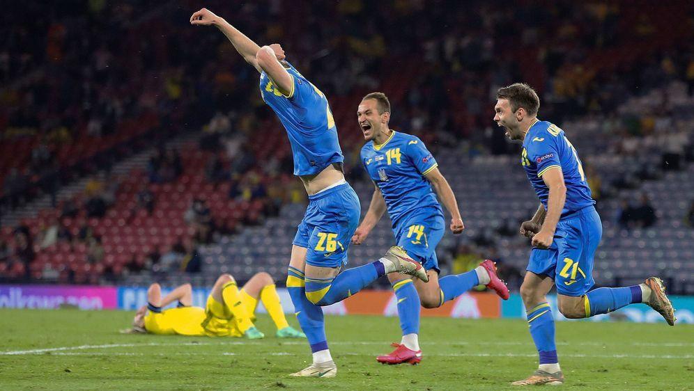 Später Siegtreffer und großer Jubel der Ukraine - Bildquelle: imago images/Shutterstock