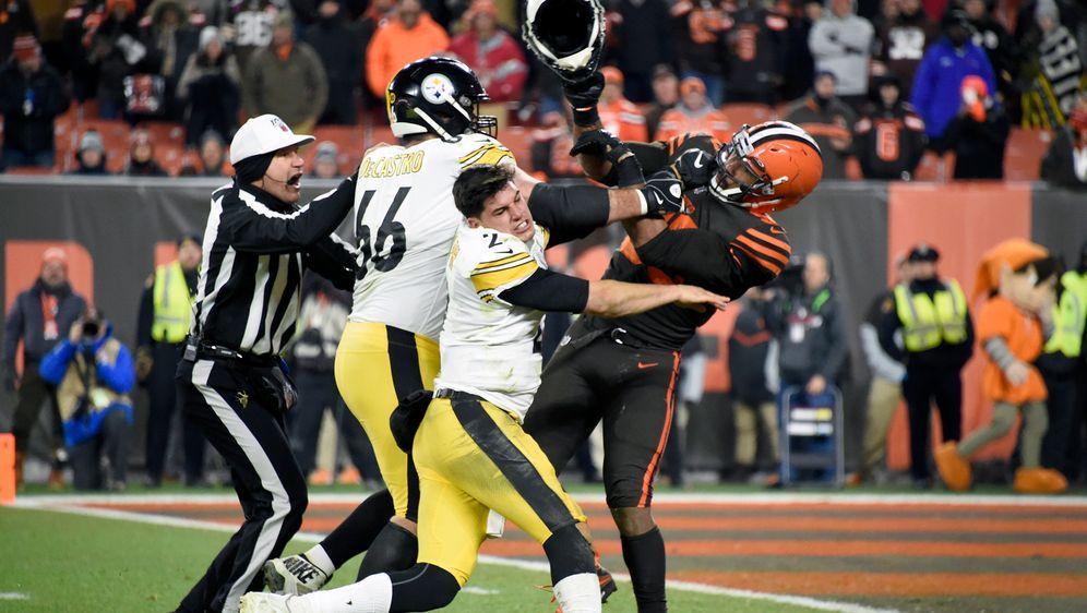 Wegen Helmschlag kam es in der NFL zur Massenschlägerei - Bildquelle: Getty Images