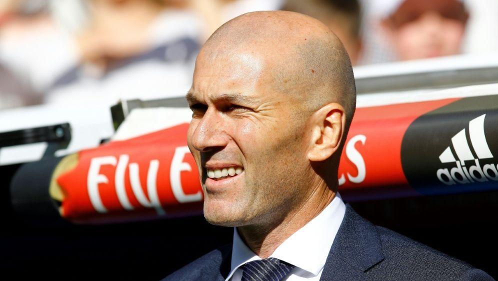 Zählt auf Toni Kroos: Trainer Zinedine Zidane - Bildquelle: PIXATHLONPIXATHLONSID