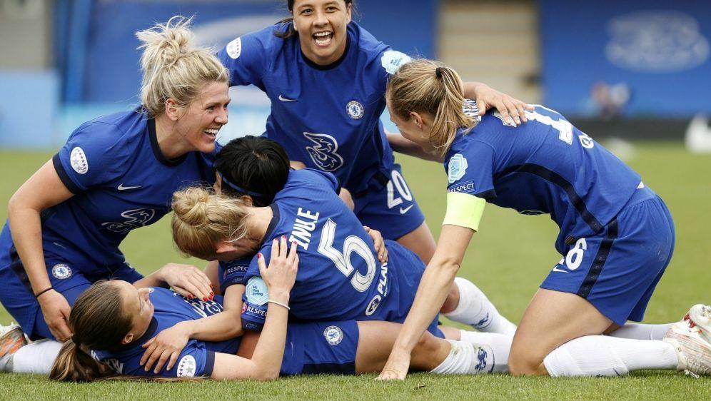 Das Frauenteam vom FC Chelsea holt die Meisterschaft - Bildquelle: AFPSIDADRIAN DENNIS