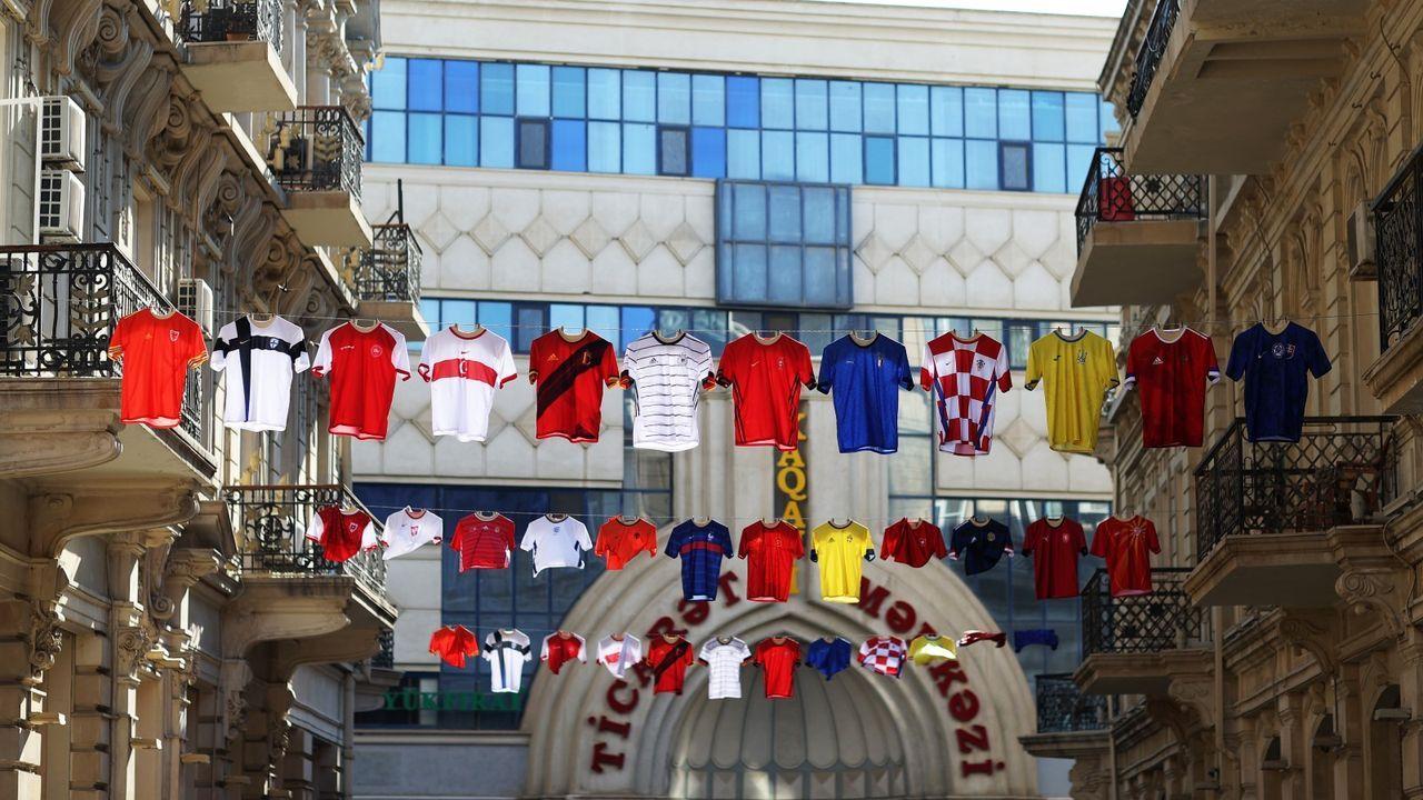 Trikots in Baku - Bildquelle: Getty
