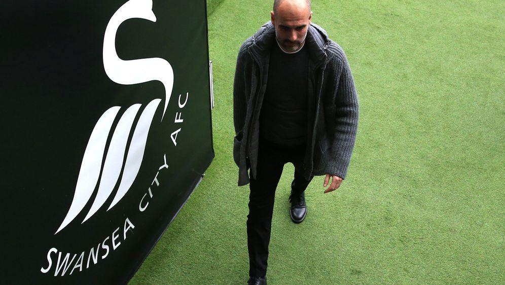 Pep Guardiola entschuldigte sich nach den Fehlentscheidungen der Schiedsrich... - Bildquelle: 2019 Getty Images