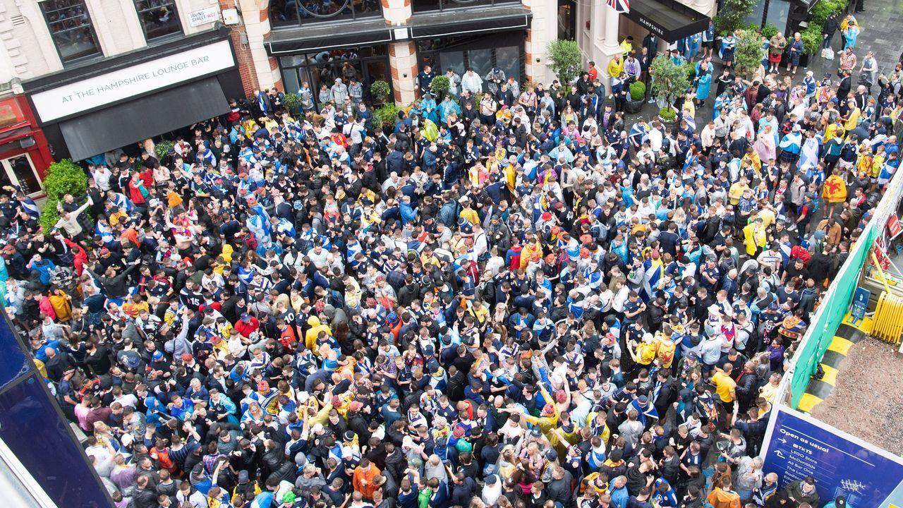 Schotten überrennen London - Bildquelle: imago images/i Images