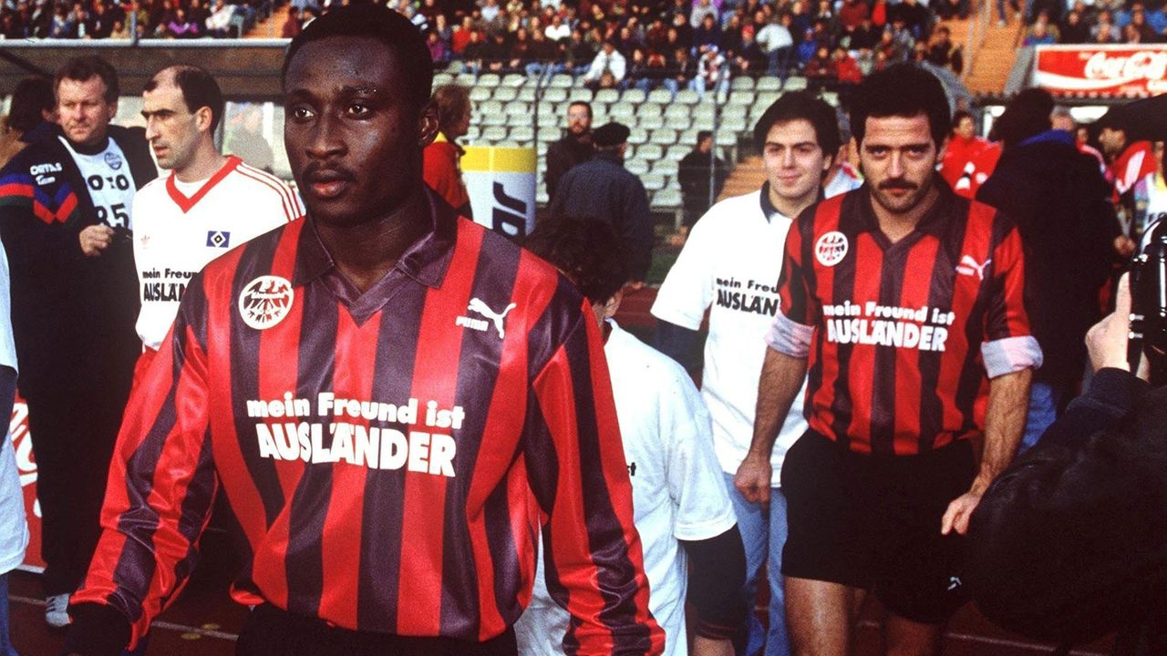 Uwe Bein und Anthony Yeboah (Eintracht Frankfurt) - Bildquelle: Getty Images