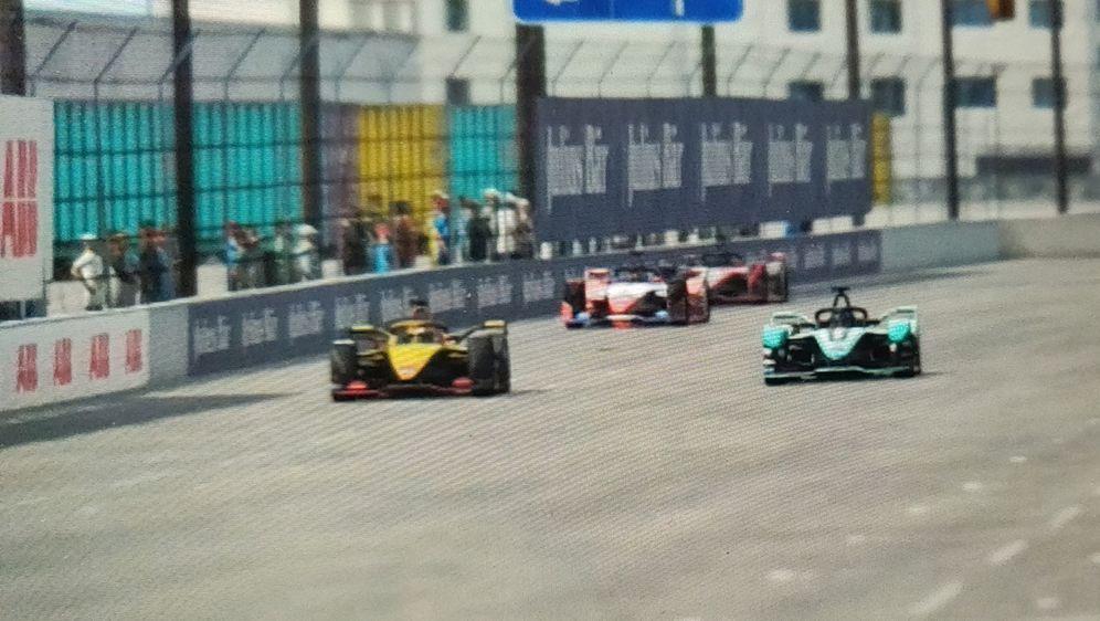 Auch das zweite Rennen der Formel E Home Challenge bot viele spannende Duell...