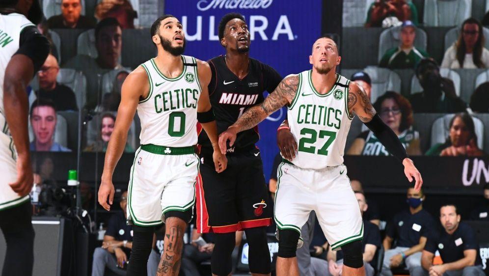 Daniel Theis (r.) verlor mit Boston gegen Miami - Bildquelle: AFPGETTY SIDGarrett Ellwood
