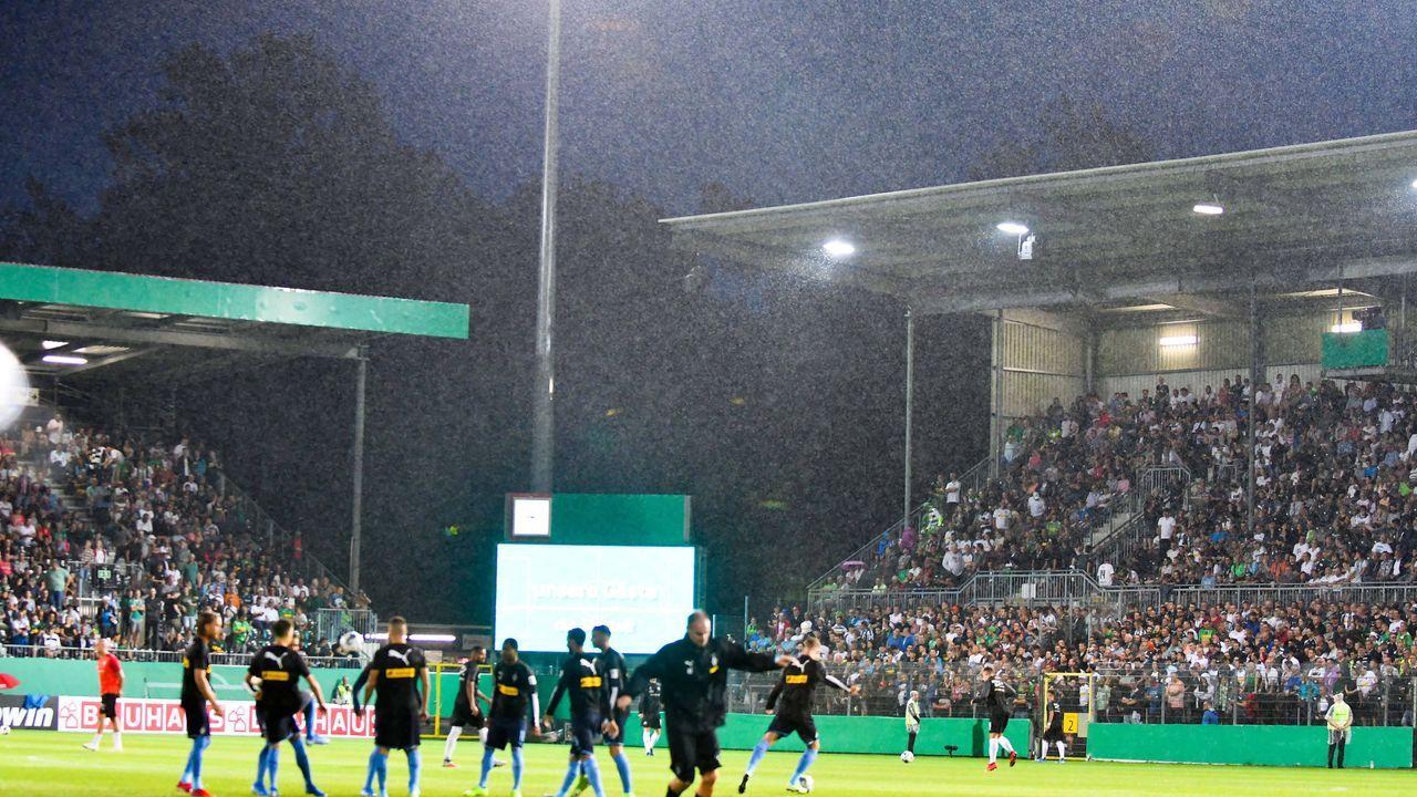 DFB-Pokal: Unwetter-Chaos in Sandhausen - Bildquelle: imago