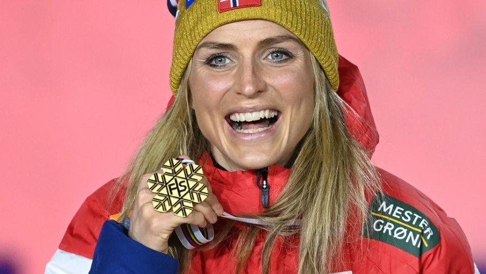 Therese Johaug holt auch im 10-Kilometer-Freistil Gold - Bildquelle: AFPSIDCHRISTOF STACHE