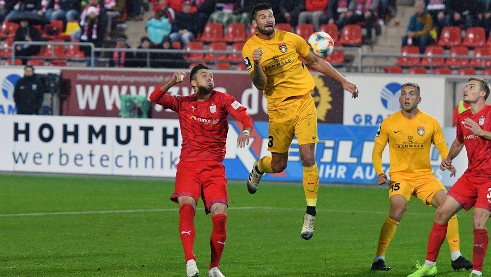 Kai Brünker erzielt den Siegtreffer für Großaspach - Bildquelle: Imago