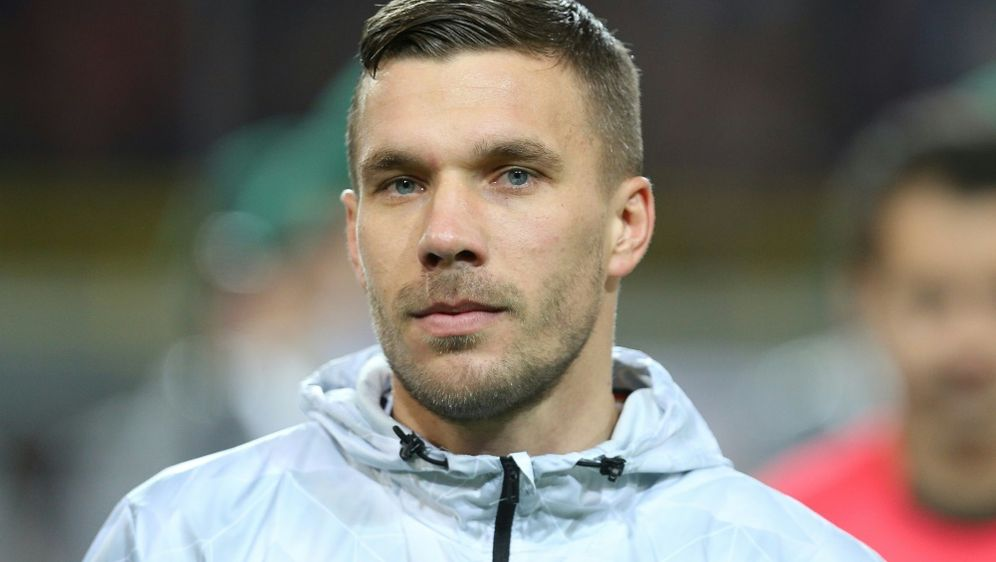 Lukas Podolski richtet Appell an seine Mitmenschen - Bildquelle: PIXATHLONPIXATHLONSID