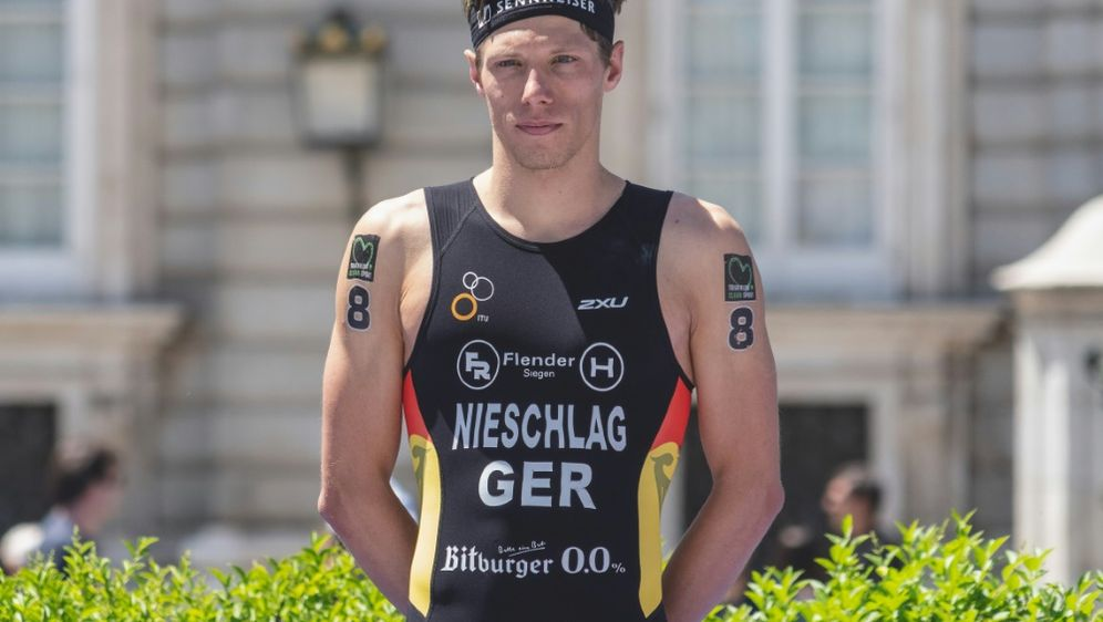 Justus Nieschlag holt EM-Silber mit der Mixed-Staffel - Bildquelle: PIXATHLONPIXATHLONSID