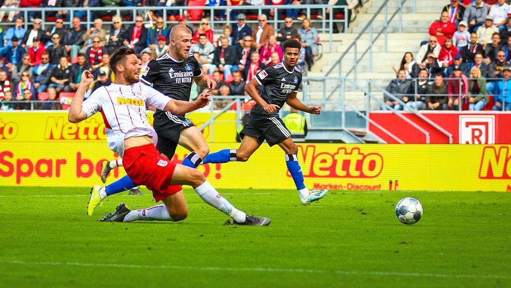 Der HSV vergibt den Sieg gegen Regensburg. - Bildquelle: Imago
