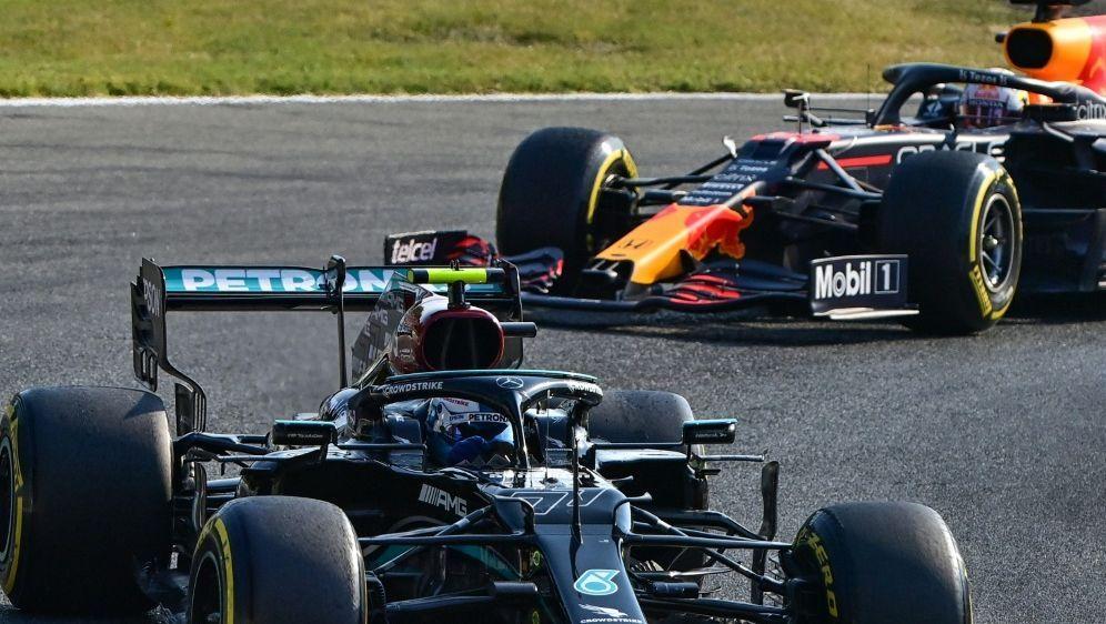 Valtteri Bottas startet im Rennen vor Max Verstappen - Bildquelle: AFPSIDMIGUEL MEDINA